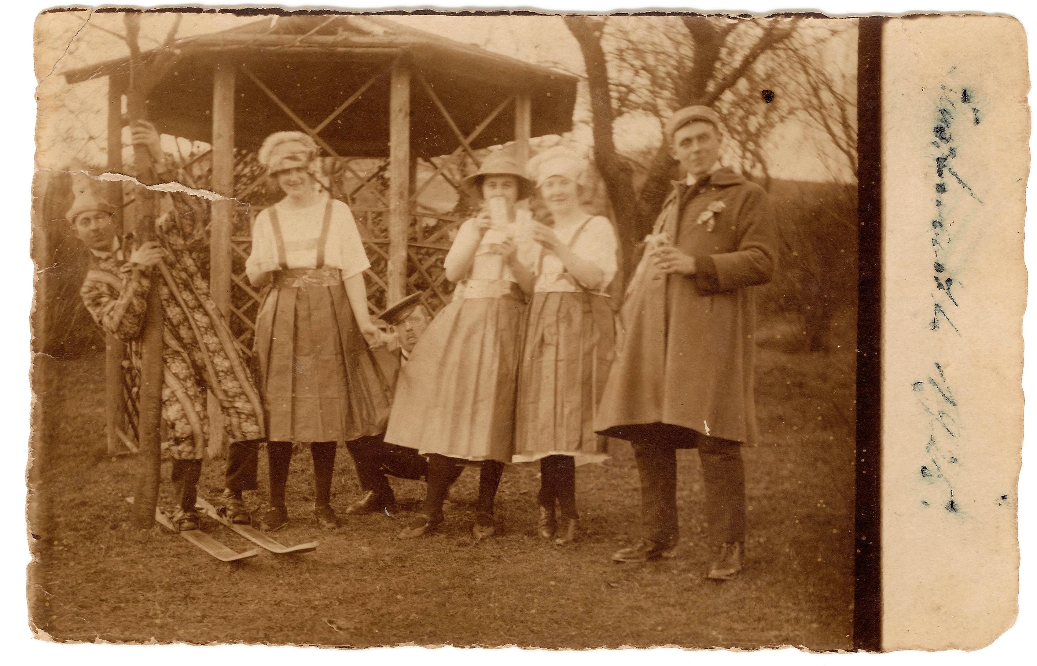 1925 Karneval draußen